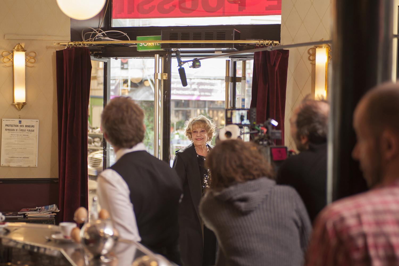 Jeanne Moreau sur le tournage de UNE ESTONIENNE A PARIS