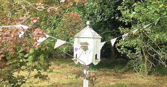Love Story is a truly elegant bunting which looks perfect in a countryside setting.