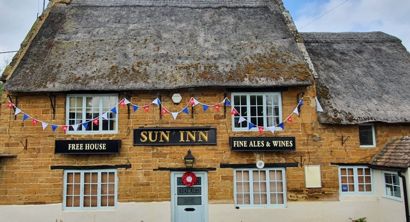 VE Day Bunting (The Sun Inn).jpg