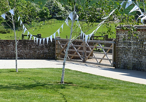 Our gorgeous, pure white Lace & Pearls bunting will complement any venue.
