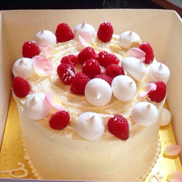 white chocolate, coconut, raspberry, fresh berries, meringues