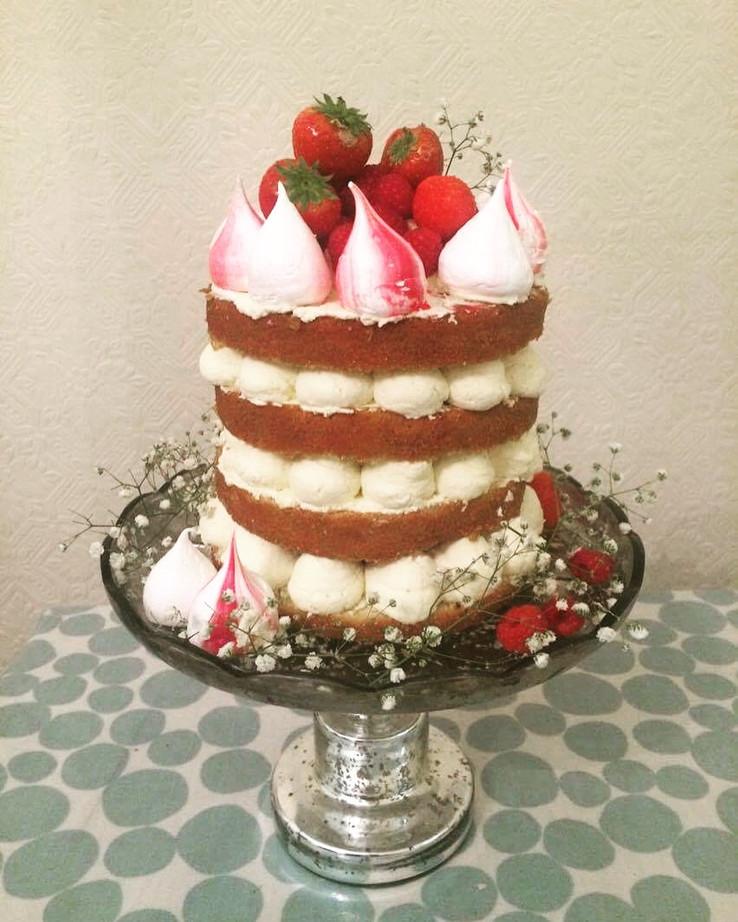 vanilla, berries, fresh mascarpone cream, meringues, fresh berries, fresh flowers