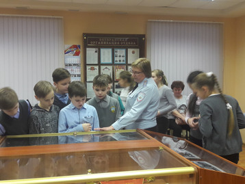 Ученики 5-Б класса познакомились с работой транспортной полиции