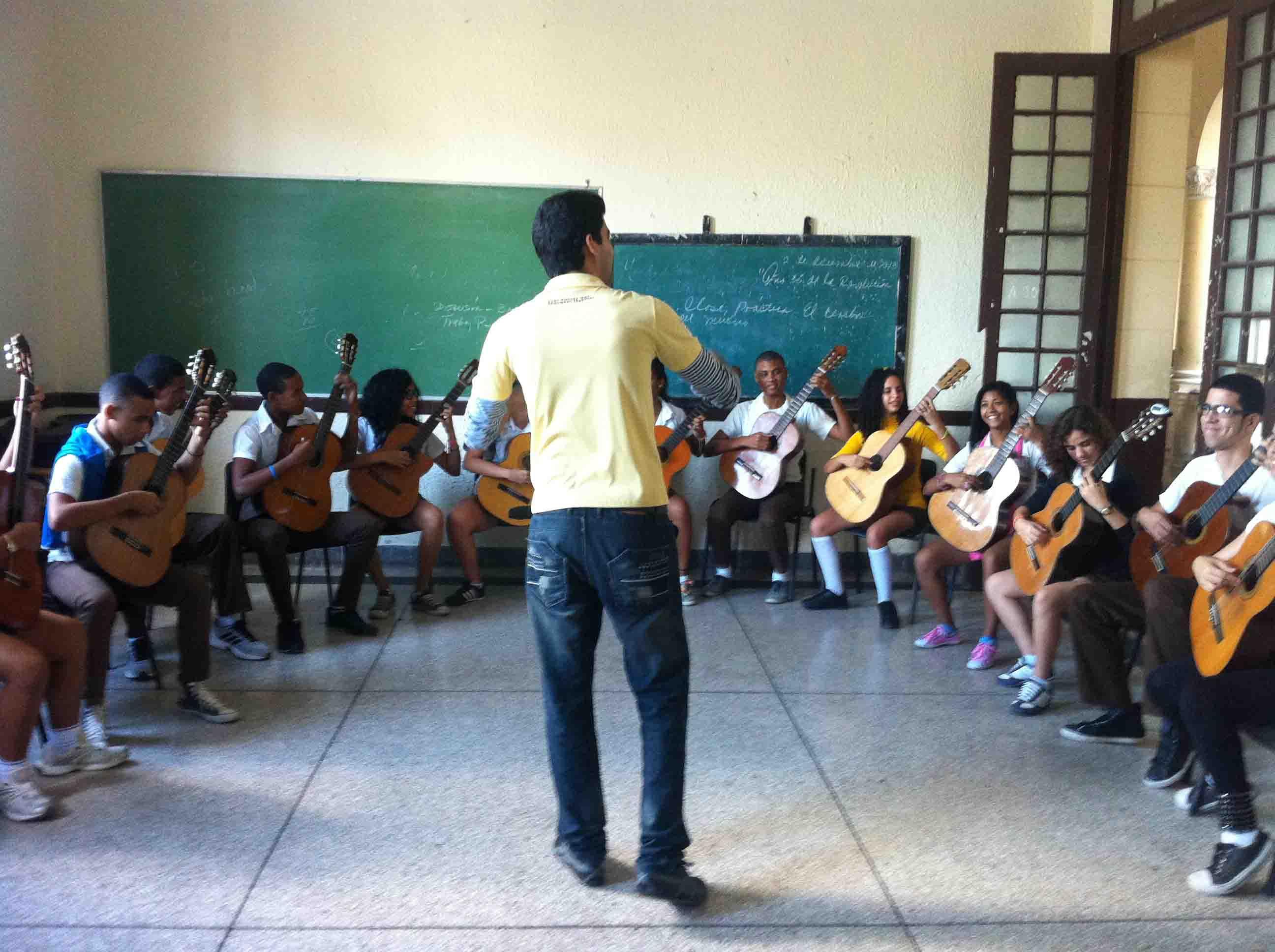 Orquesta de guitarras Amadeo Roldán
