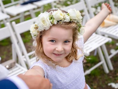 Kinderen op de bruiloft? Zo vermaak je deze kleine druktemakers