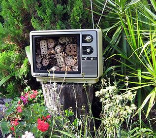 For Bees Retro Retreats   Bee Hotel