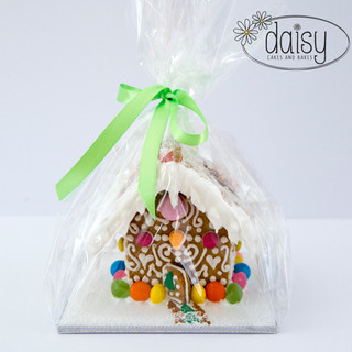 Daisy-Cakes-and-Bakes-Gingerbread-House-ForOne