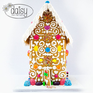 Daisy-Cakes-and-Bakes-Gingerbread-House-Large