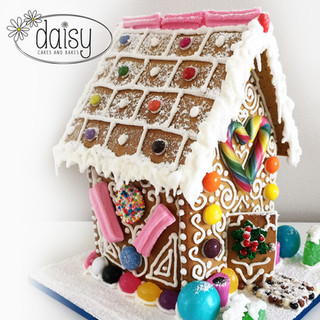 Daisy-Cakes-and-Bakes-Gingerbread-House-Medium