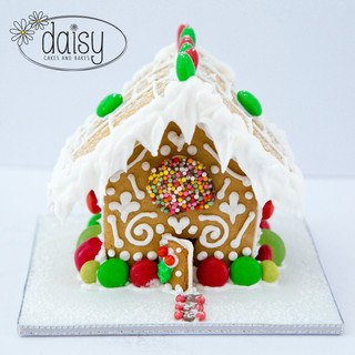 Daisy-Cakes-and-Bakes-GingerbreadHouse-Mini