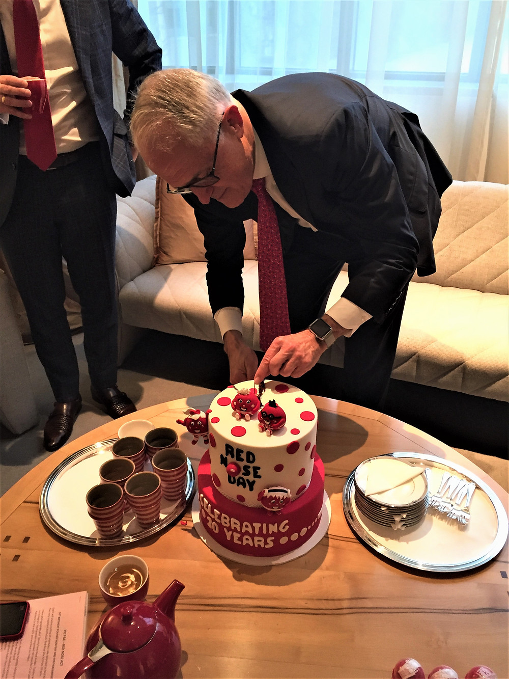 OMG! The PM cut my cake!