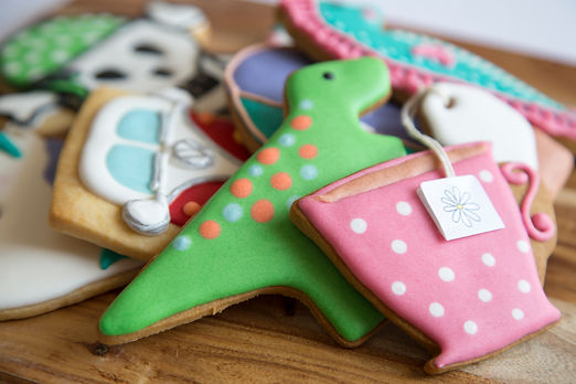Decorated vanilla cookies by Daisy Cakes and Bakes