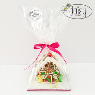 Daisy-Cakes-and-Bakes-Gingerbread-House-mini-gift