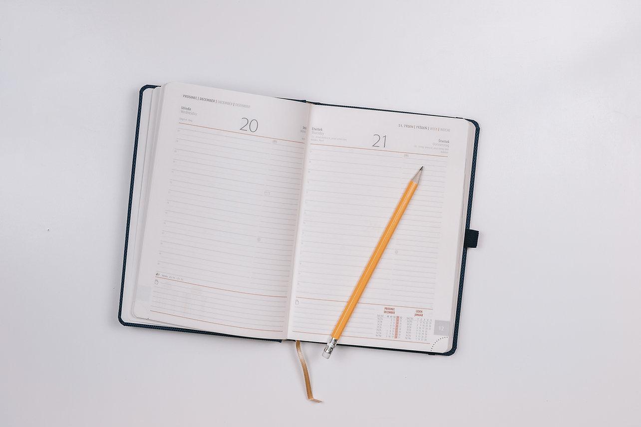 Ein Kalenderbuch zeigt das Datum für einen Probetermin.