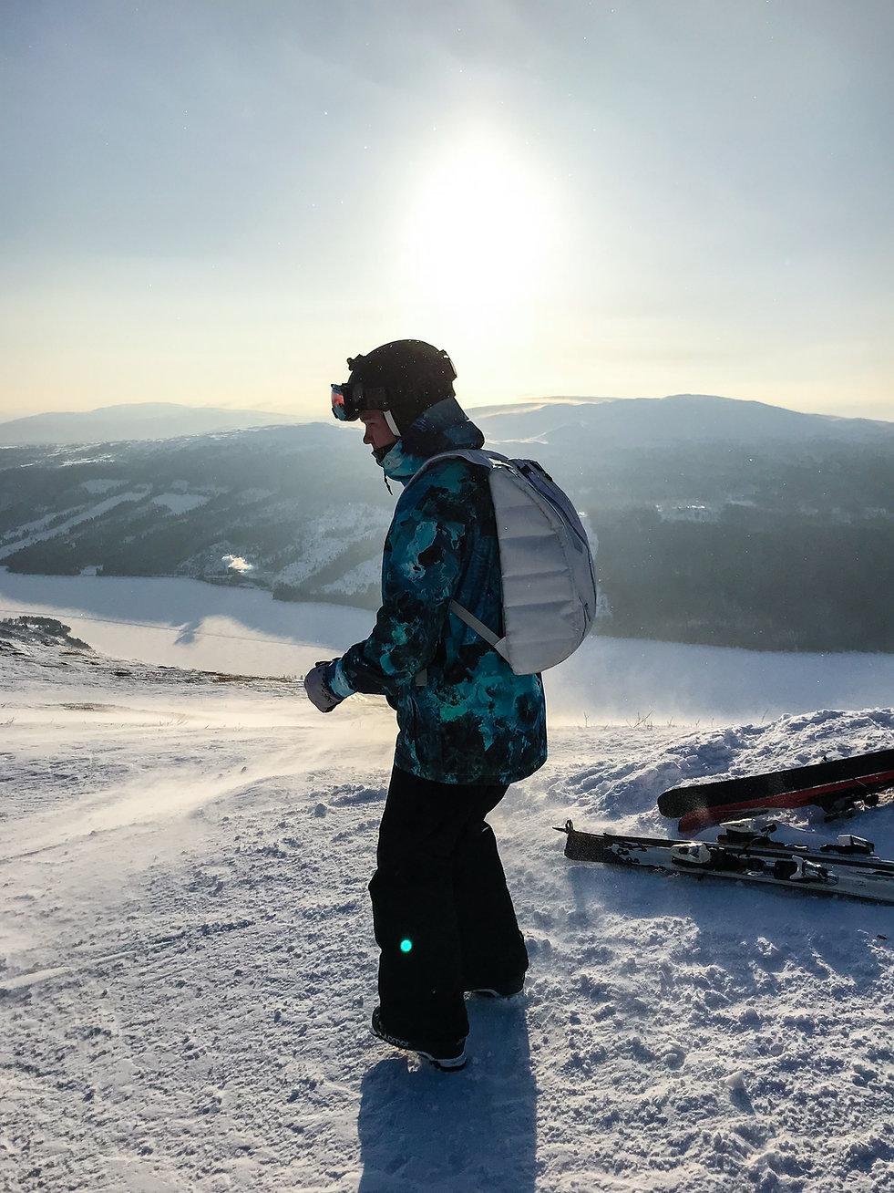 Schwedisch Foto von das Snowboard Fahren, Region Norrland.