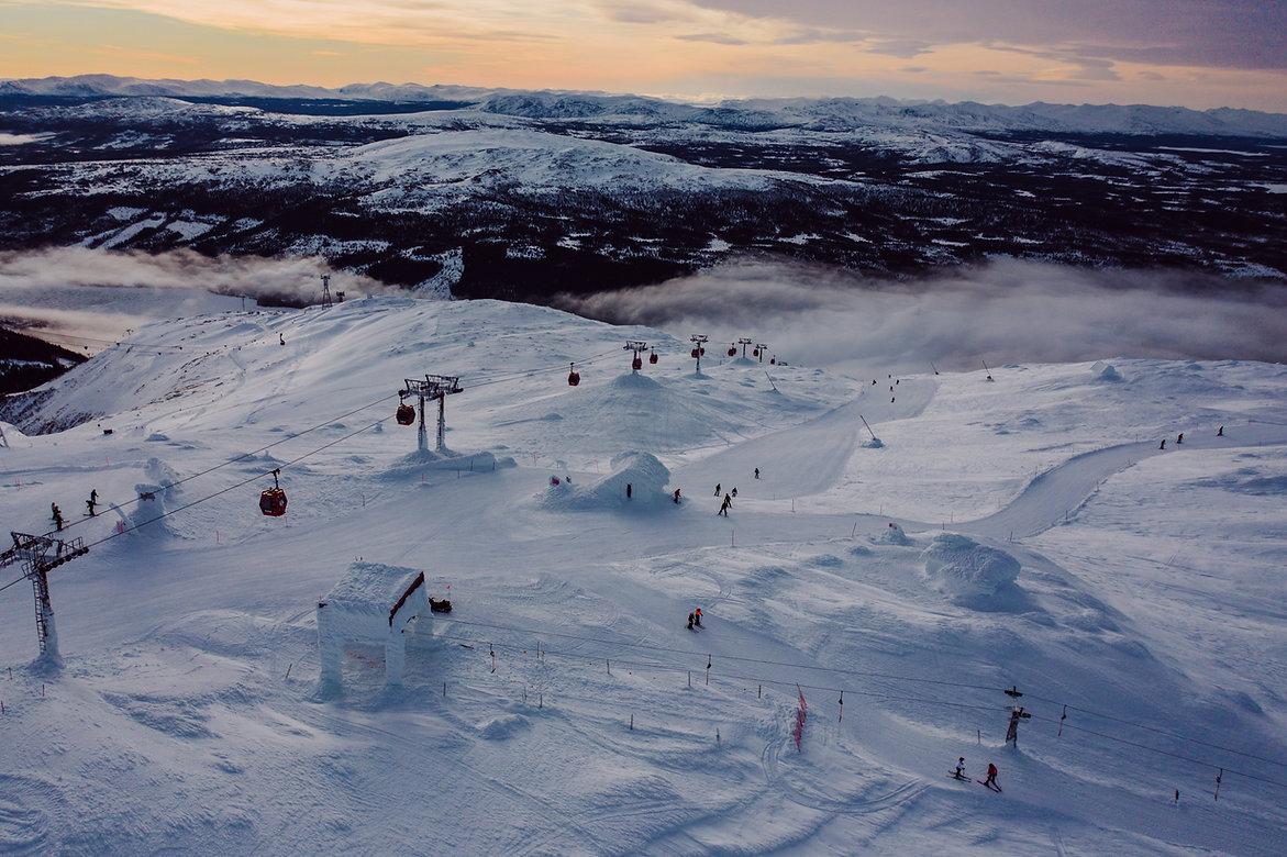 Schwedisch Foto von das Skifahren, Region Norrland.