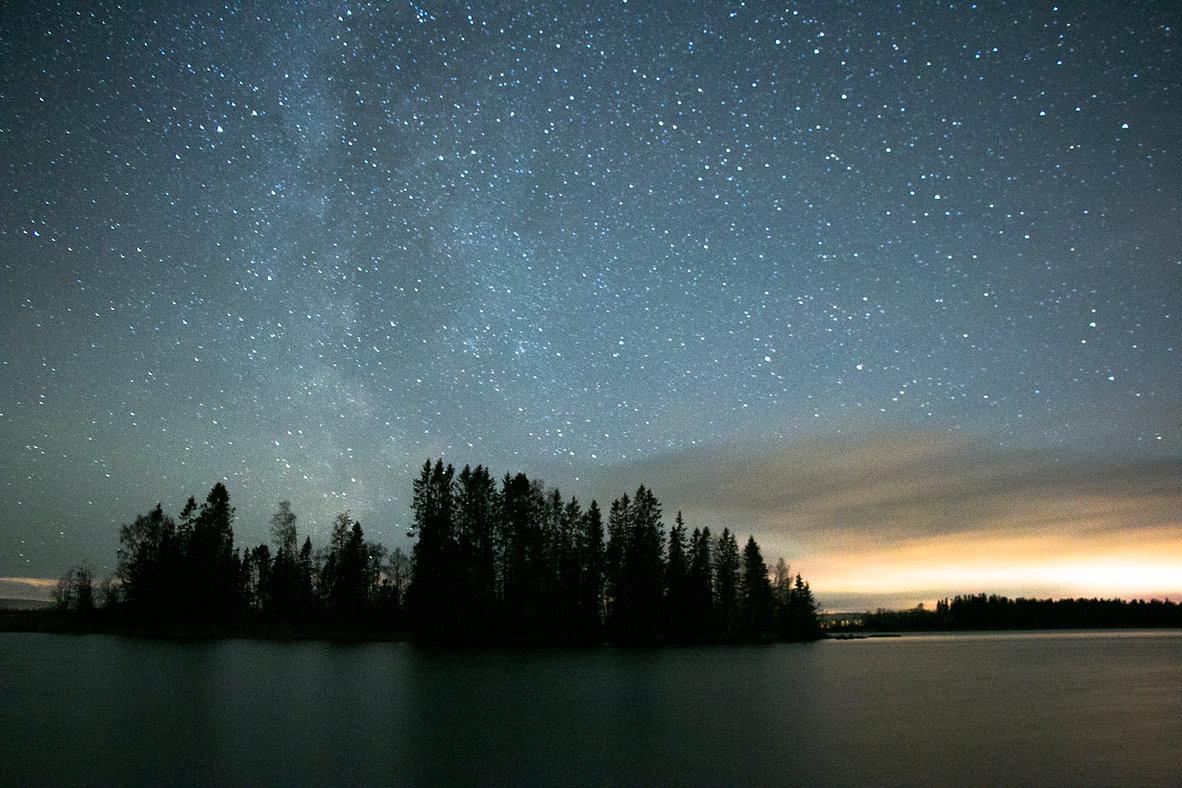 Schöne Naturfenomen in Schweden, Sternen am Insel. Atmospherische Schweden Bild.