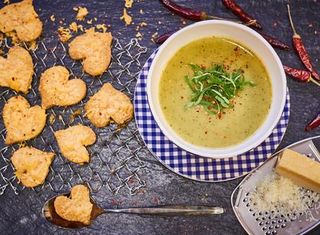 Zucchinisuppe & Parmesanherzen