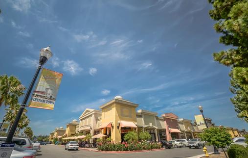 The Shops at Vietnam Town (San Jose, CA)