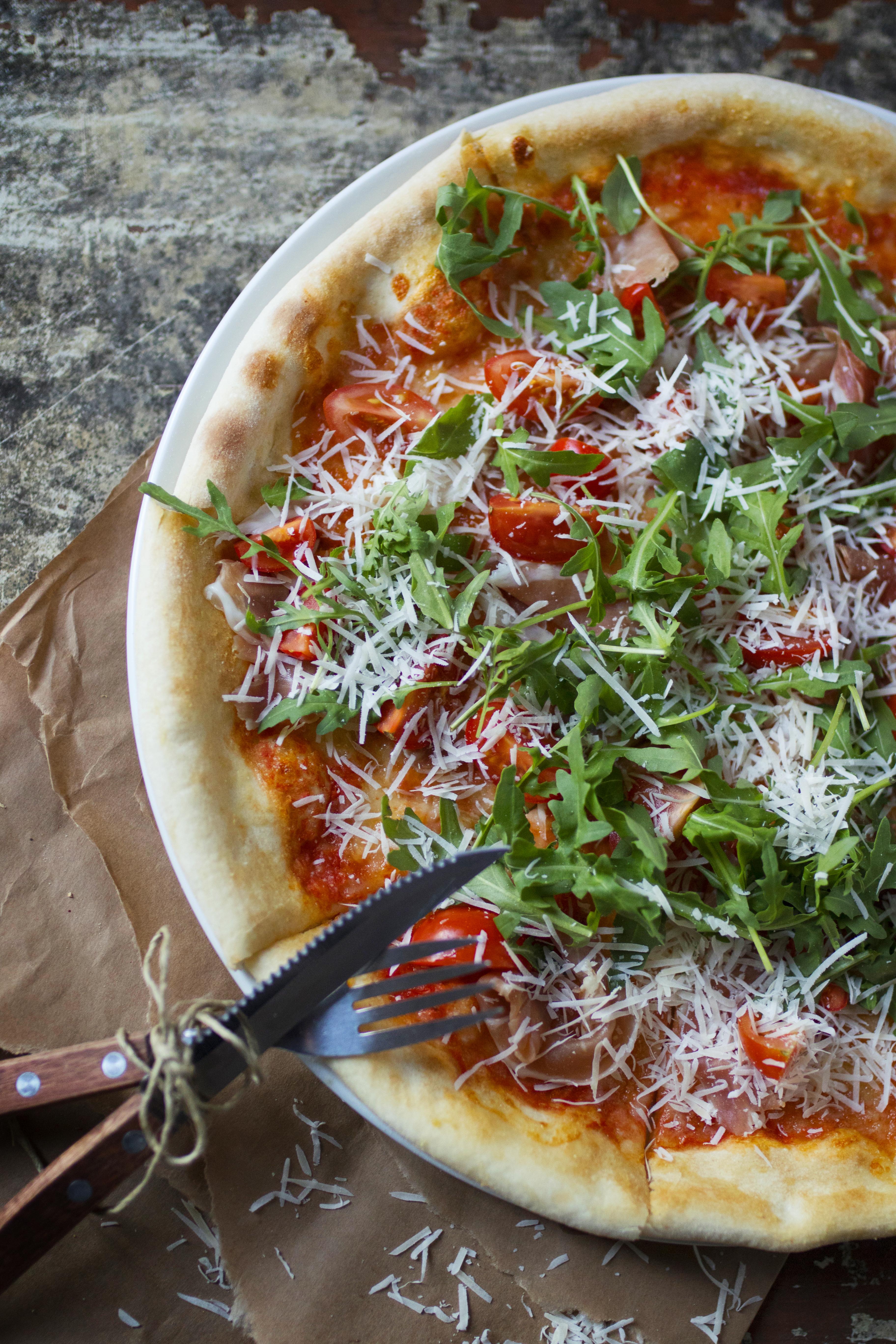 Pizza Proschuitto con rucola