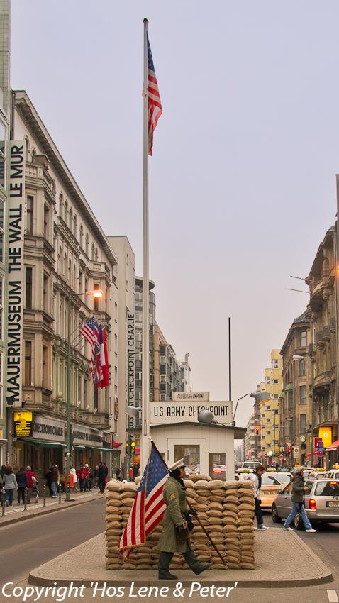 18.02.11 Afrejse, Checkpoint Charlie