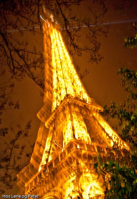 14.04.09 Eiffeltårnet 'by night'