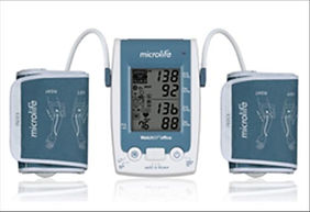 Blutdruckgerät_beim_Hypertoniezentrum_Mü