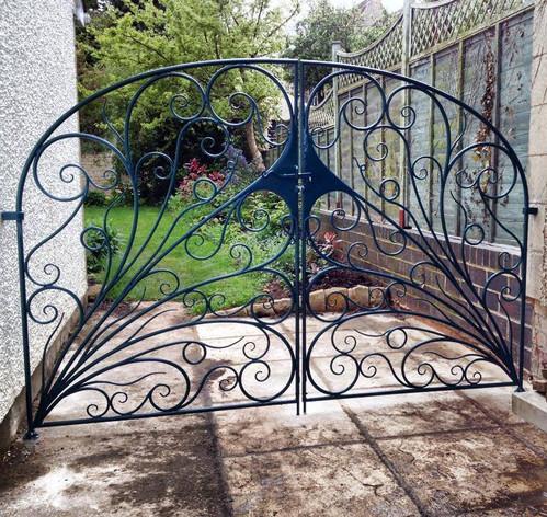 Double Leaf Side Gates.jpg