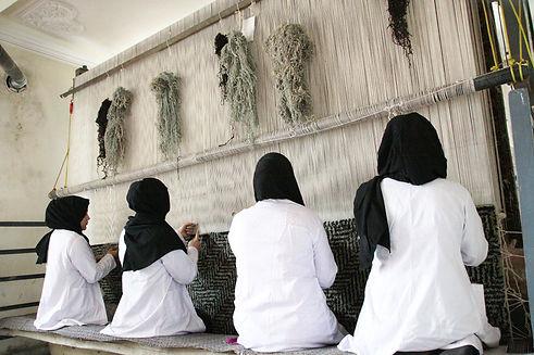 amadi-carpets-sakhi-weaving-center-01-1.
