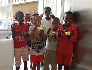 Bambini con gelato 2.jpg
