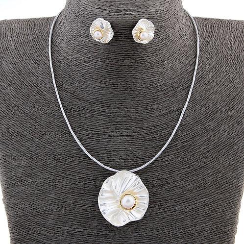 Pearl on lotus