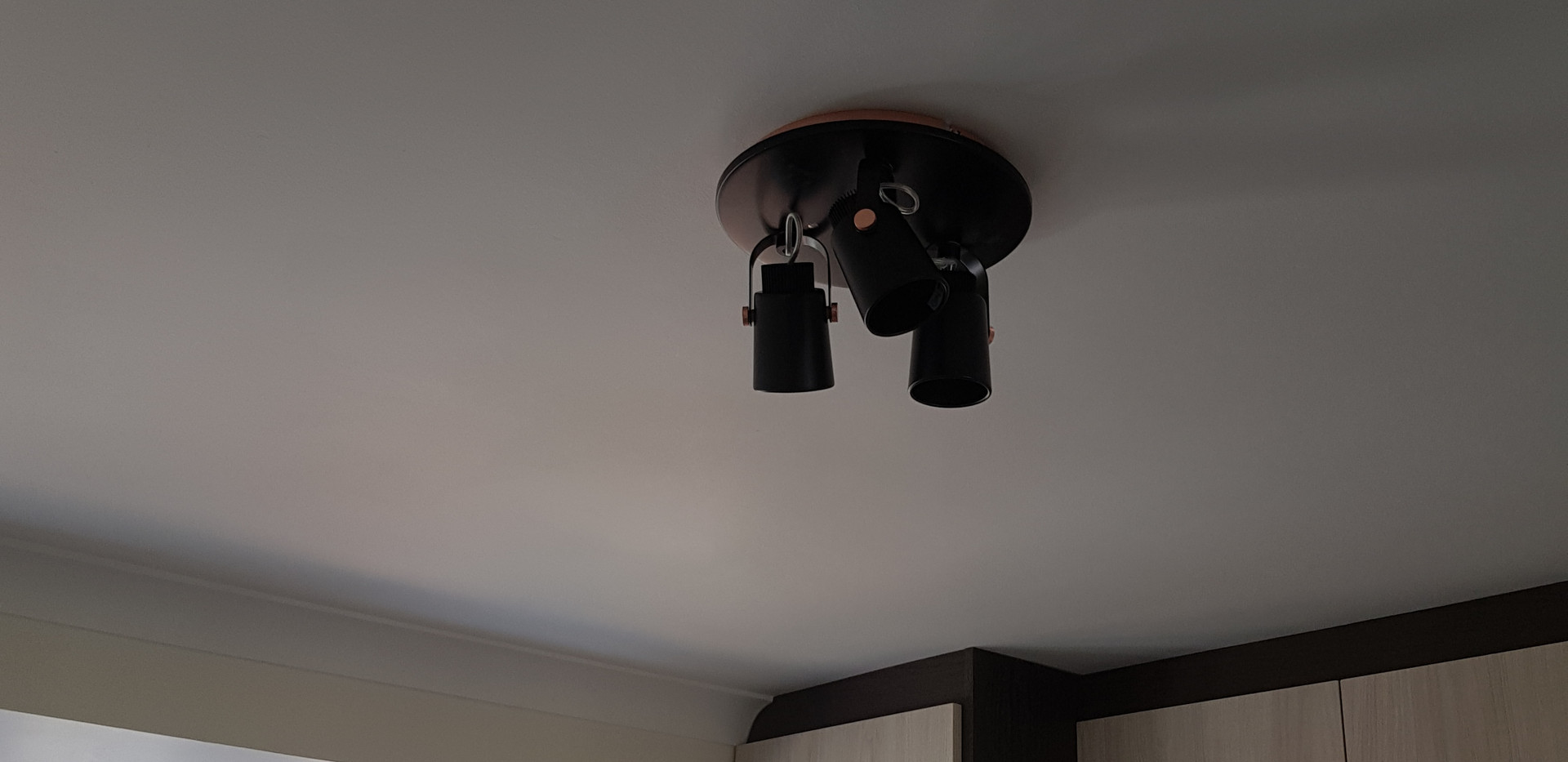 Ligt fitting installed in bedroom area