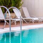 stoelen bij het zwembad, van der rhee, tuinontwerp, outdoor design