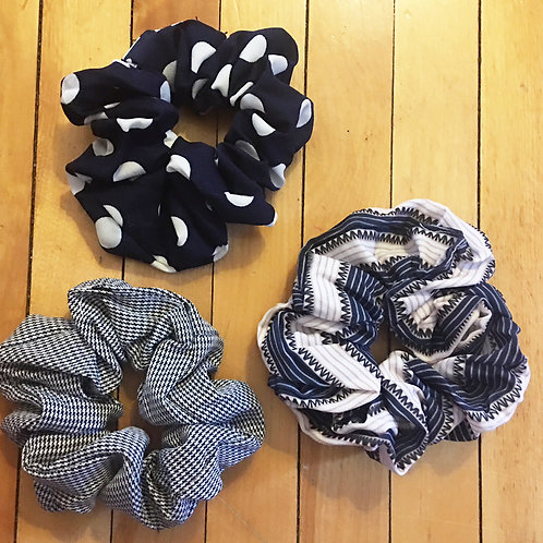 set of 3 printed scrunchies navy/black