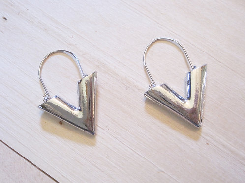 silver 90's chunky v-shaped hoops