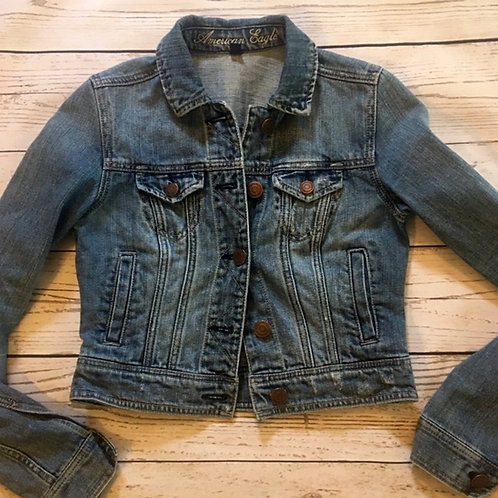 american eagle PERFECTly distressed jean jacket XS