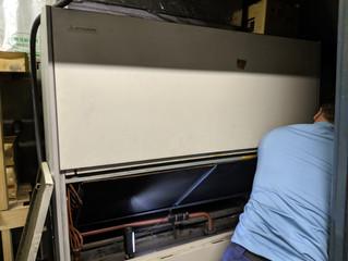 本堂のエアコンが壊れました