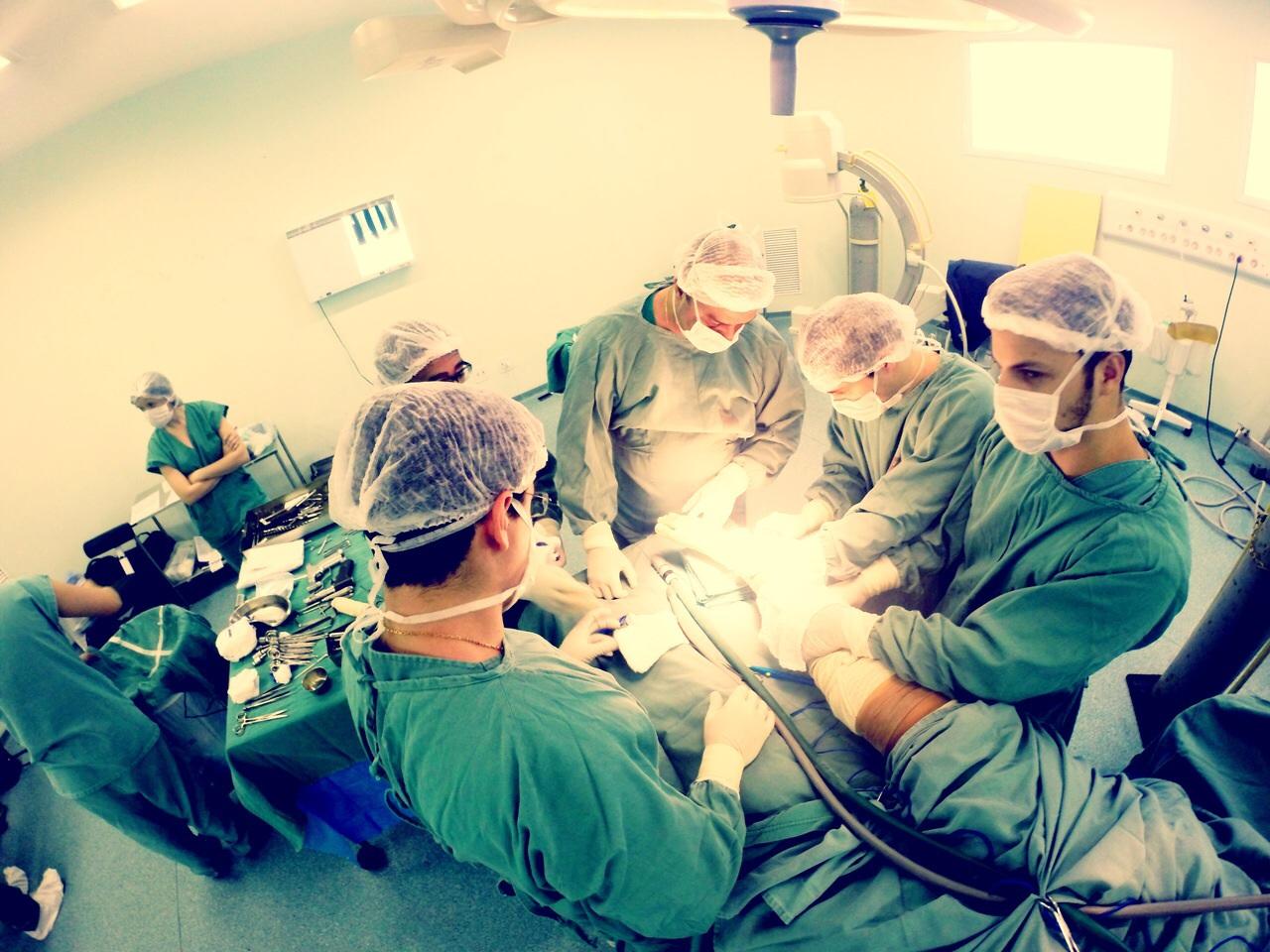 Em orientação de ato cirúrgico.