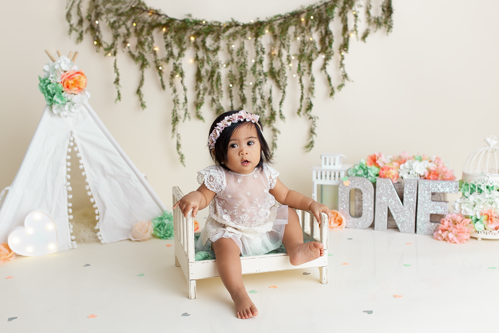 TEEPEE BOHO CAKE SMASH SESSION | HAMILTON ONTARIO CAKE SMASH SESSION | PHOTOGRAPHER IN HAMILTON ON