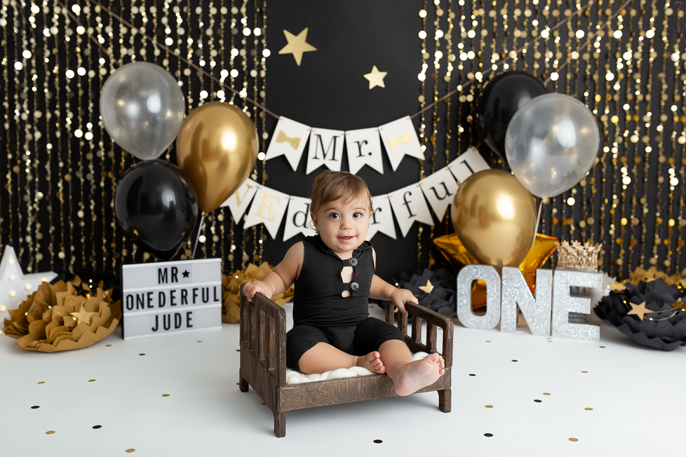 MR. ONEDERFUL CAKE SMASH SESSION | HAMILTON ONTARIO CAKE SMASH SESSION | PHOTOGRAPHER IN HAMILTON ON