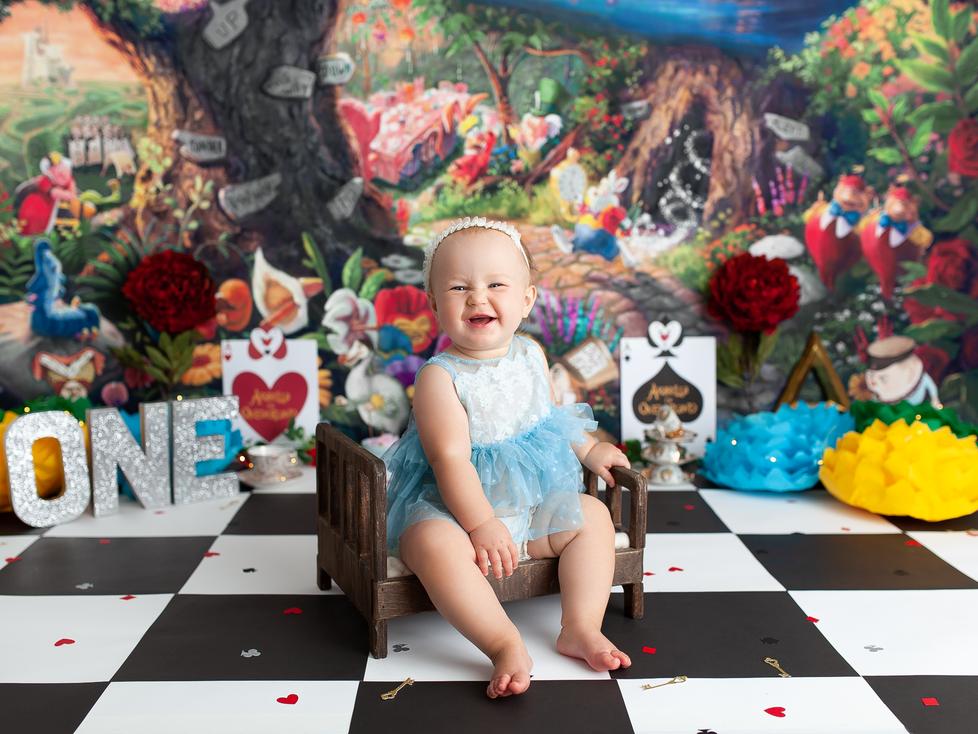 ALICE IN ONEDERLAND | HAMILTON ONTARIO CAKE SMASH SESSION | PHOTOGRAPHER IN HAMILTON ON