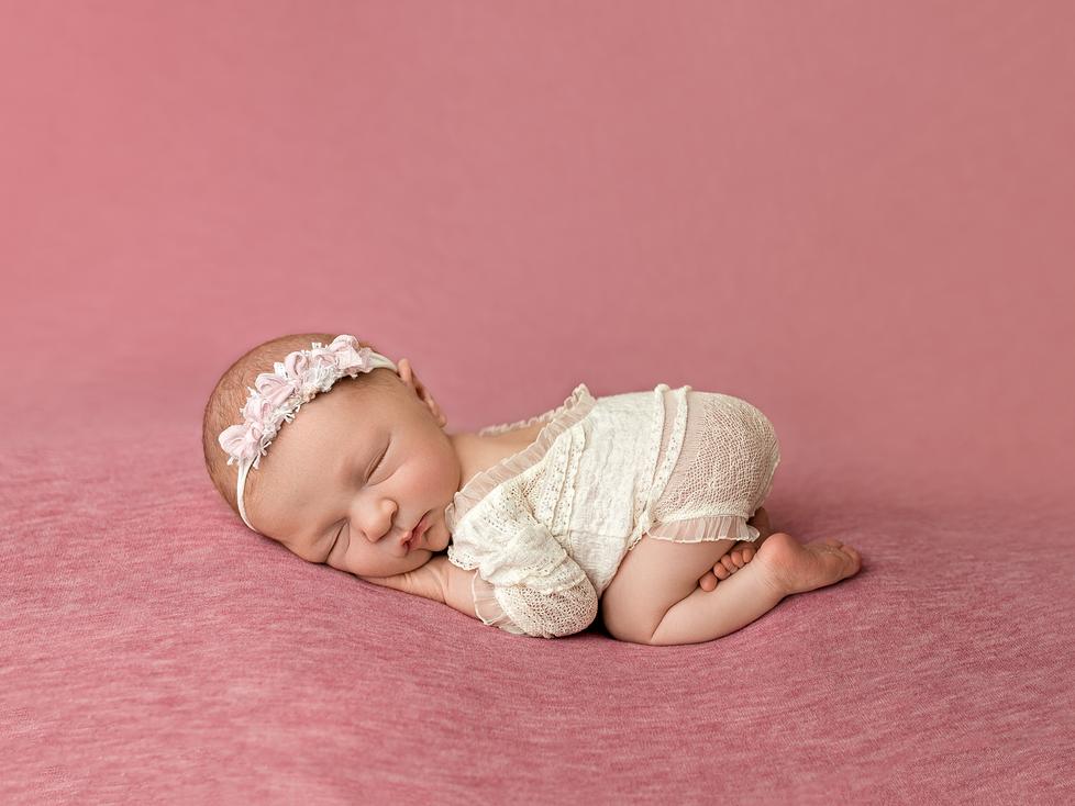 BABY L | NEWBORN SESSION | HAMILTON ONTARIO NEWBORN SESSION | NEWBORN PHOTOGRAPHER IN HAMILTON ONTAR