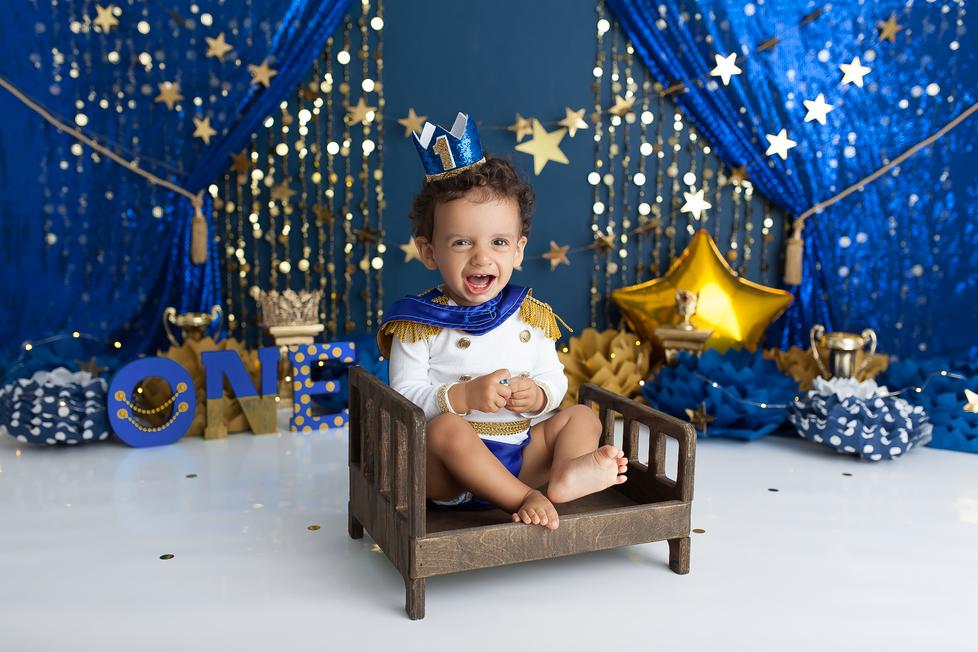 ROYAL PRINCE CAKE SMASH SESSION | HAMILTON ONTARIO CAKE SMASH SESSION | PHOTOGRAPHER IN HAMILTON ON