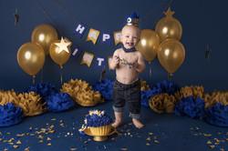 gold and blue cake smash