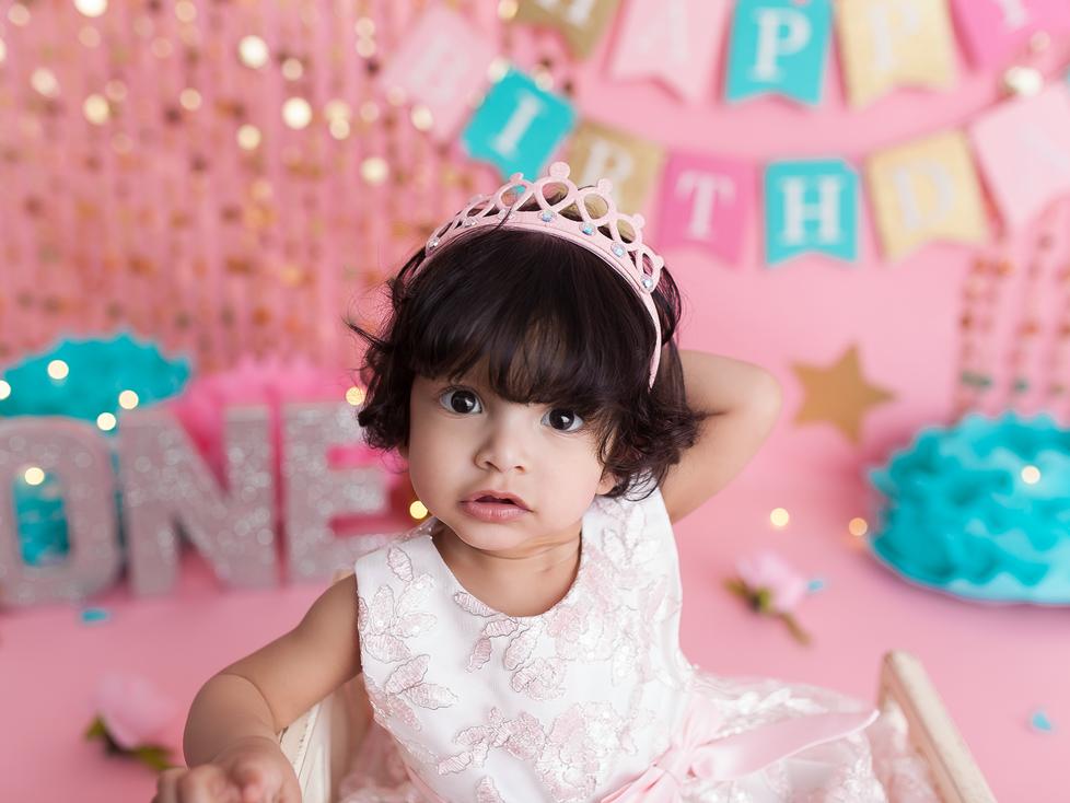 TWIN GIRLS CAKE SMASH SESSION | HAMILTON ONTARIO CAKE SMASH SESSION | PHOTOGRAPHER IN HAMILTON ON