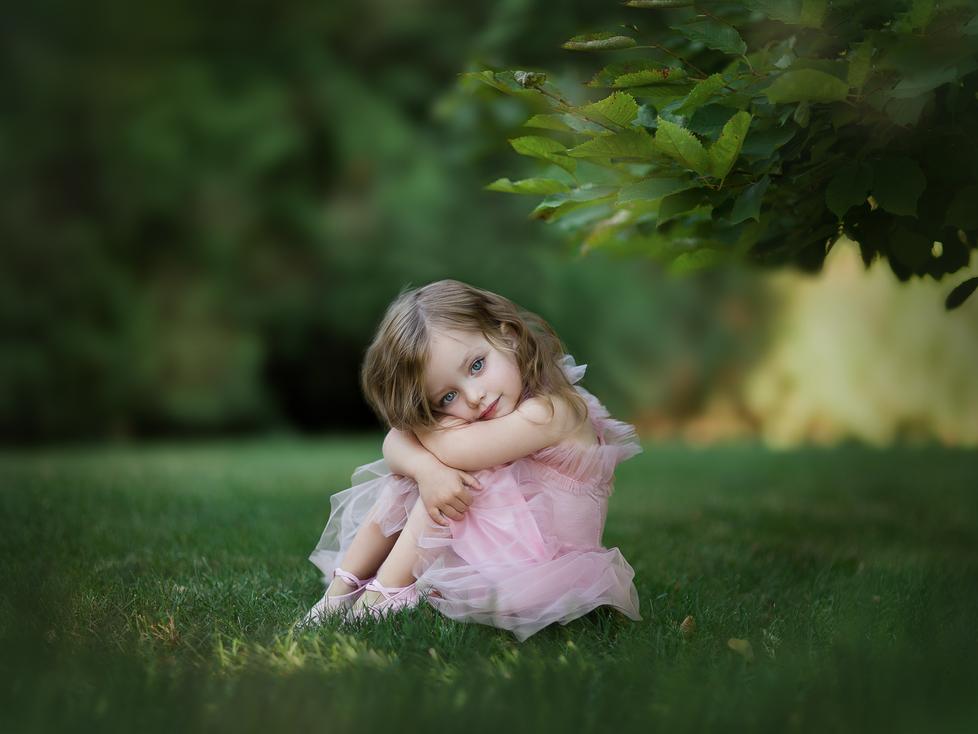 EMILY   CHILD OUTDOOR SESSION   HAMILTON ONTARIO CHILD SESSION   CHILD PHOTOGRAPHER IN HAMILTON ONTA