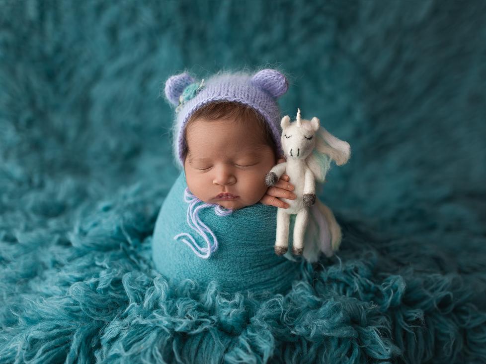 BABY S   MINI NEWBORN SWADDLE SESSION   HAMILTON ONTARIO NEWBORN SESSION   NEWBORN PHOTOGRAPHER IN H