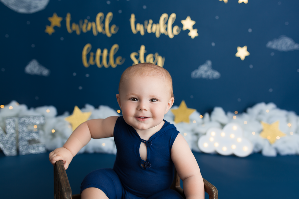 TWINKLE TWINKLE CAKE SMASH SESSION | HAMILTON ONTARIO CAKE SMASH | PHOTOGRAPHER IN HAMILTON ON