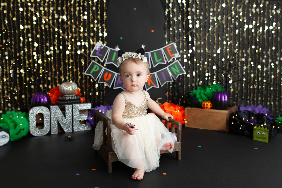 HALLOWEEN CAKE SMASH SESSION | HAMILTON ONTARIO CAKE SMASH SESSION | PHOTOGRAPHER IN HAMILTON ON