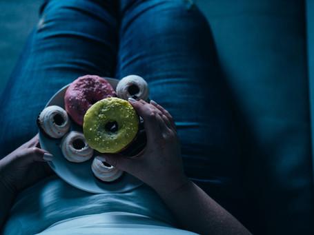 Emotional Eating: Πώς μπορώ να αποβάλλω αυτή τη συμπεριφορά;
